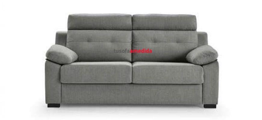 Sofá cama con sistema de apertura italiano, dos piezas muy confortables en un solo espacio. La gran altura de su respaldo junto a su cabezal abatible le aseguran un buen descanso lumbar y cervical.