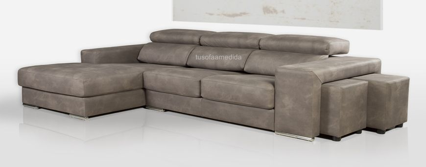Sofá chaise longue con cabezales abatibles, asientos extensibles y brazo de sofá con 2 puff incorporados. Gran variedad de medidas y telas a su disposición. Calidad y diseño desde 739 euros.