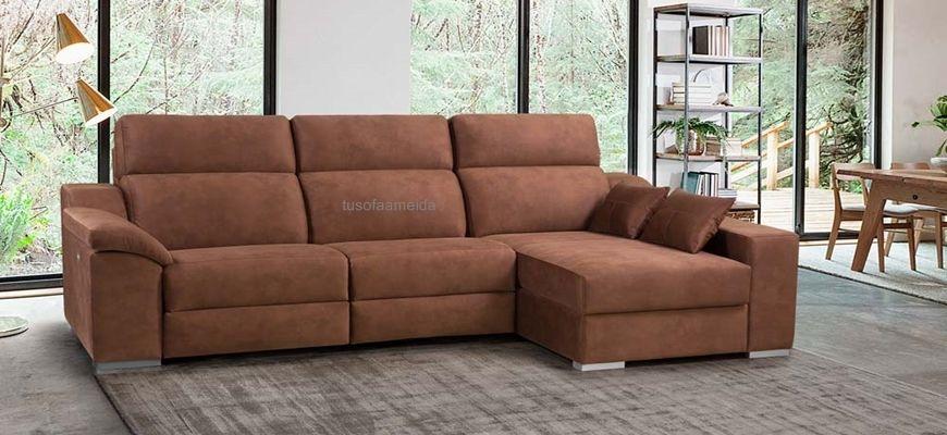 Confortable , de línes tradicionales , magnifica chaise longue con sofá de asientos relax motorizados. Sentada muy agradable ya que sus respaldos recogen muy bien lespalda y cabeza haciendo el reposo