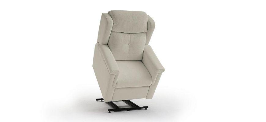 Sillón motorizado elevador y relax de máxima reclinación de espalda y elevación de piernas. En posición Cardio los piés se elevan por encima del corazón.