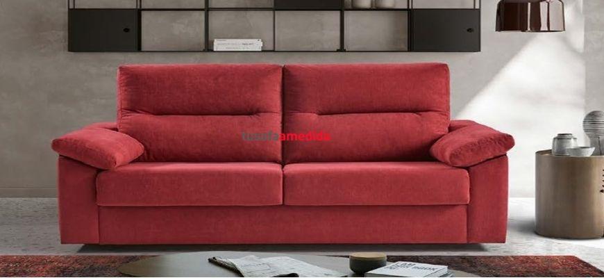 Magnífico sofá cama con sistema de apertura italiana, que cumple con la doble función de ser un sofá muy cómodo y ofrecer una cama muy confortable. Sofá 3 plazas con cama de 140 cm. por 690 euros.