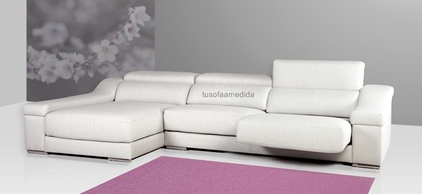 Elegante y moderno sofá con chaise longue arcón, adaptable gracias a sus asientos extensibles y cabezales abatibles por posiciones. Su diseño con brazos curvados acolchados añaden un plus de confort.