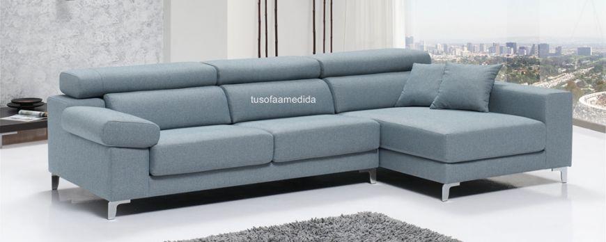 Sofá con cabezales abatibles y asientos deslizantes. Perfecta fusión de confort y diseño para tu disfrute.