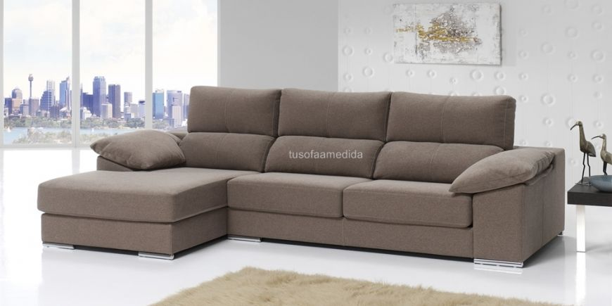 Sofá de corte clásico con respaldo alto y brazo siesta. Si buscas un sofá confortable con cabezales abatibles y asientos extensibles a buen precio, el sofá Nutika es una muy buena opción.