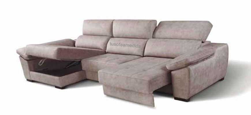 Sofá práctico y funcional gracias a sus asientos extensibles de largo recorrido para un uso de cama ocasional. Incluye también chaise longue con arcón y como opción cargador USB y lámpara led.