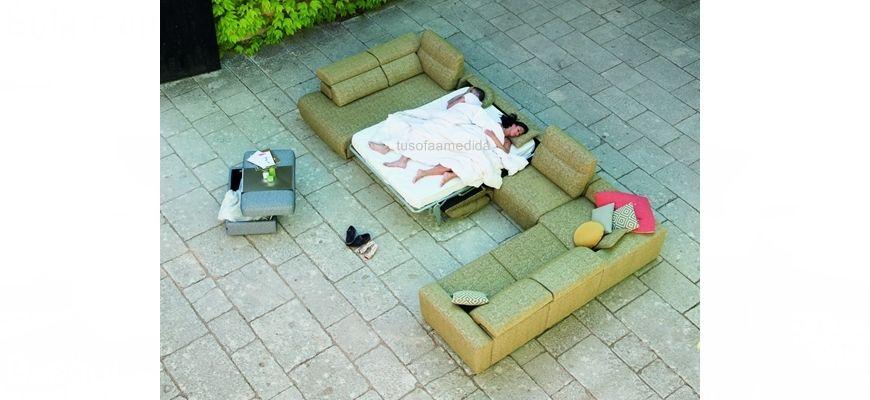 Diseña tu sofá rinconera cama con colchón alto XL de 16 cm. y asientos relax motor o deslizantes. Los cabezales abatibles completan el equipamiento.