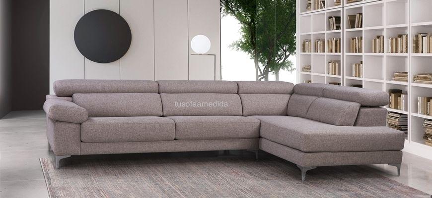 Elegante sofá rinconera con pata XL 12 cm. que permite la circulación del robot aspirador. Dispone de un buen soporte lumbar y óptico apoyo cervical.