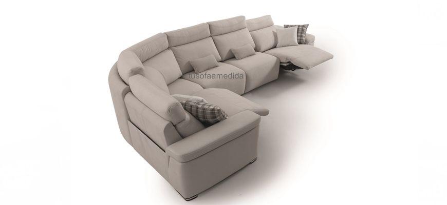 Sofá rinconera de respaldo alto para un buen soporte cervical y asientos relax para tu disfrute. Los brazos siesta y el módulo rincón curvo completan su equipamiento.