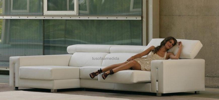 El sofá Ibiza en su versión rinconera te aportará diseño, comodidad y una sensación de amplitud en tu salón. Pon un toque de distinción en tu salón y disfruta de un sofá de calidad hecho a medida