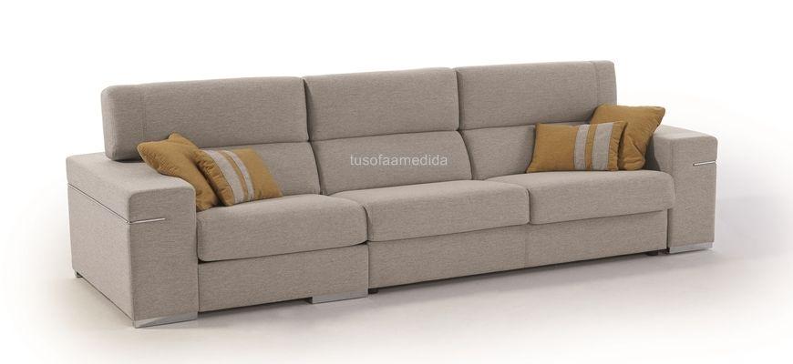 Sofá con el que puedes combinar una cama apertura italiana y asientos deslizantes. Sus cabezales abatibles por posiciones añaden un plus de comodidad. Elige tela o piel y disfruta de tu nuevo sofá.