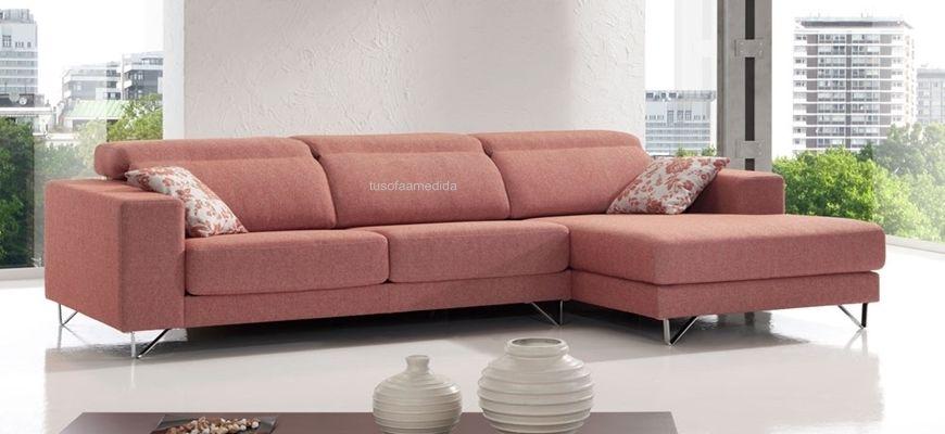 Sofá con chaiselongue confortable de líneas limpias ideal ambientes actuales. Zona lumbar muy cómoda por sus altas riñoneras. Cabezales multiposición.