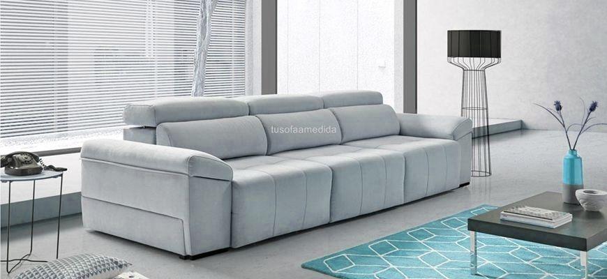Sofá con asientos deslizantes de largo recorrido para quién busca un buen descanso de piernas en posición horizontal o quién necesita un sofá cama para uso ocasional. Práctico y cómodo.