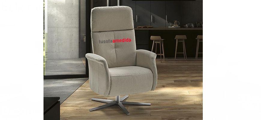 Sillón relax manual que presenta un diseño moderno y estructuras de calidad metálicas, además, incluye el pie giratorio de aluminio y un sistema de multipunto reclinable para el cabezal del sillón.