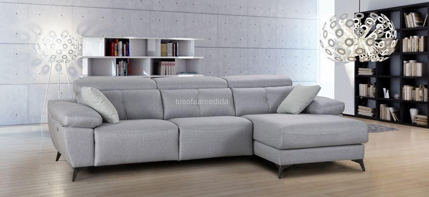 Sofá relax motor con chaise longue de sentada suave, con buen soporte lumbar y cervical. Sofá vanguardista con brazos siesta y patas altas que combina a la perfección diseño y comodidad.
